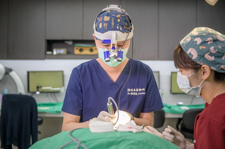 專科醫師進行手術避免植髪失敗